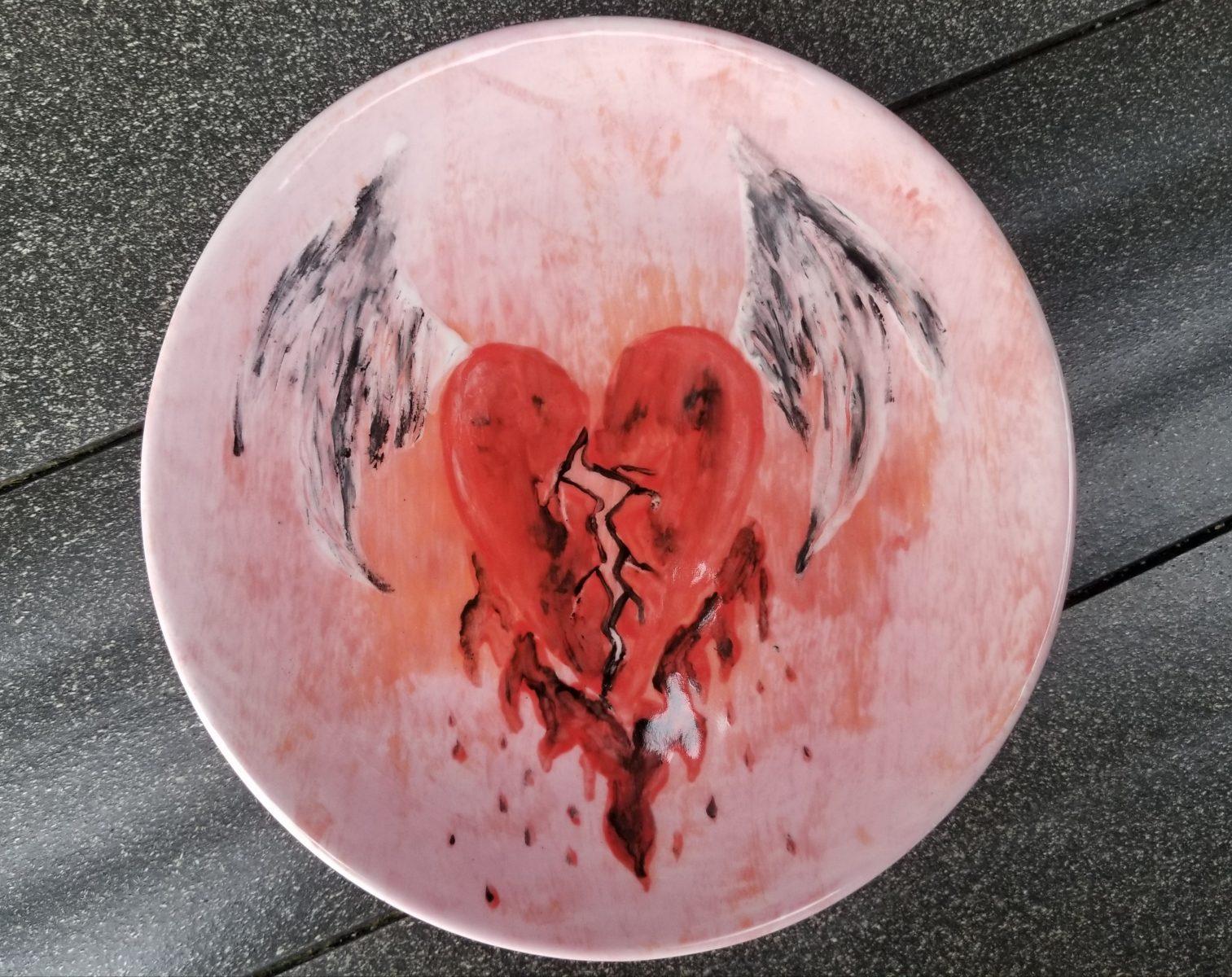 Keramik Teller glatt flying heart