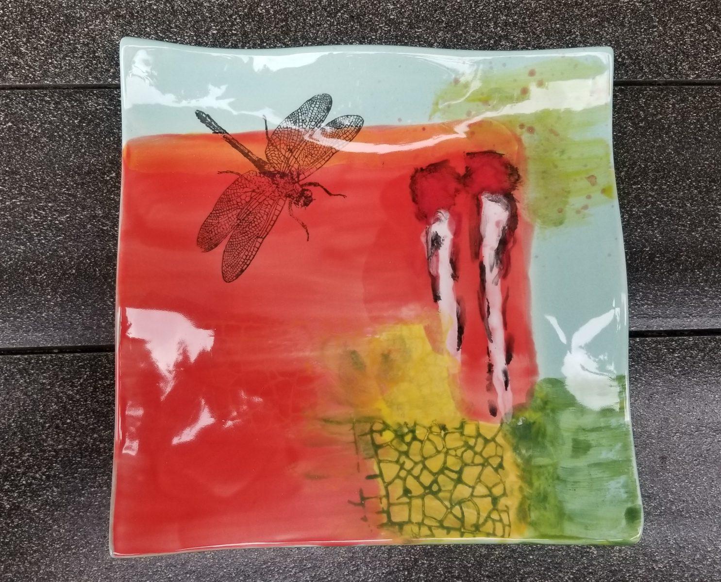 Keramik Keramik Wellenteller Design mit Libelle
