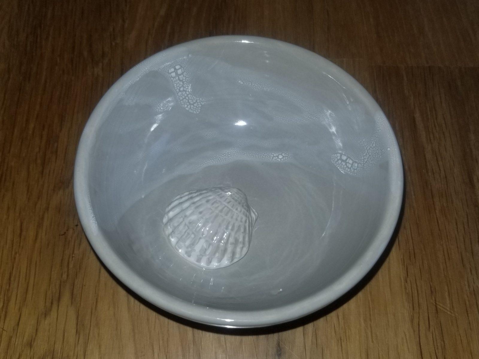 Keramik graues Muschelschälchen