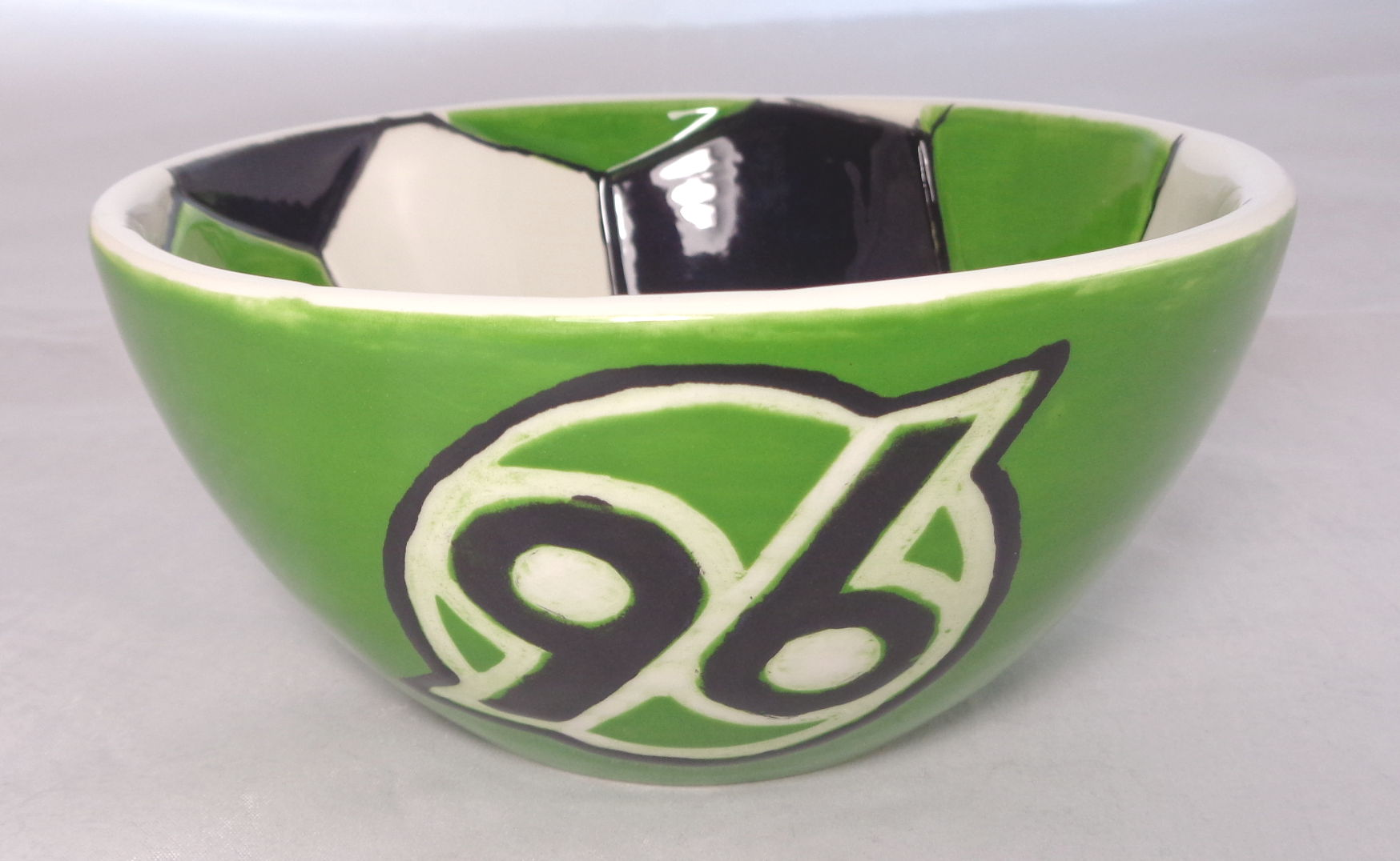 Bemalte Keramik H96 Fussballschale