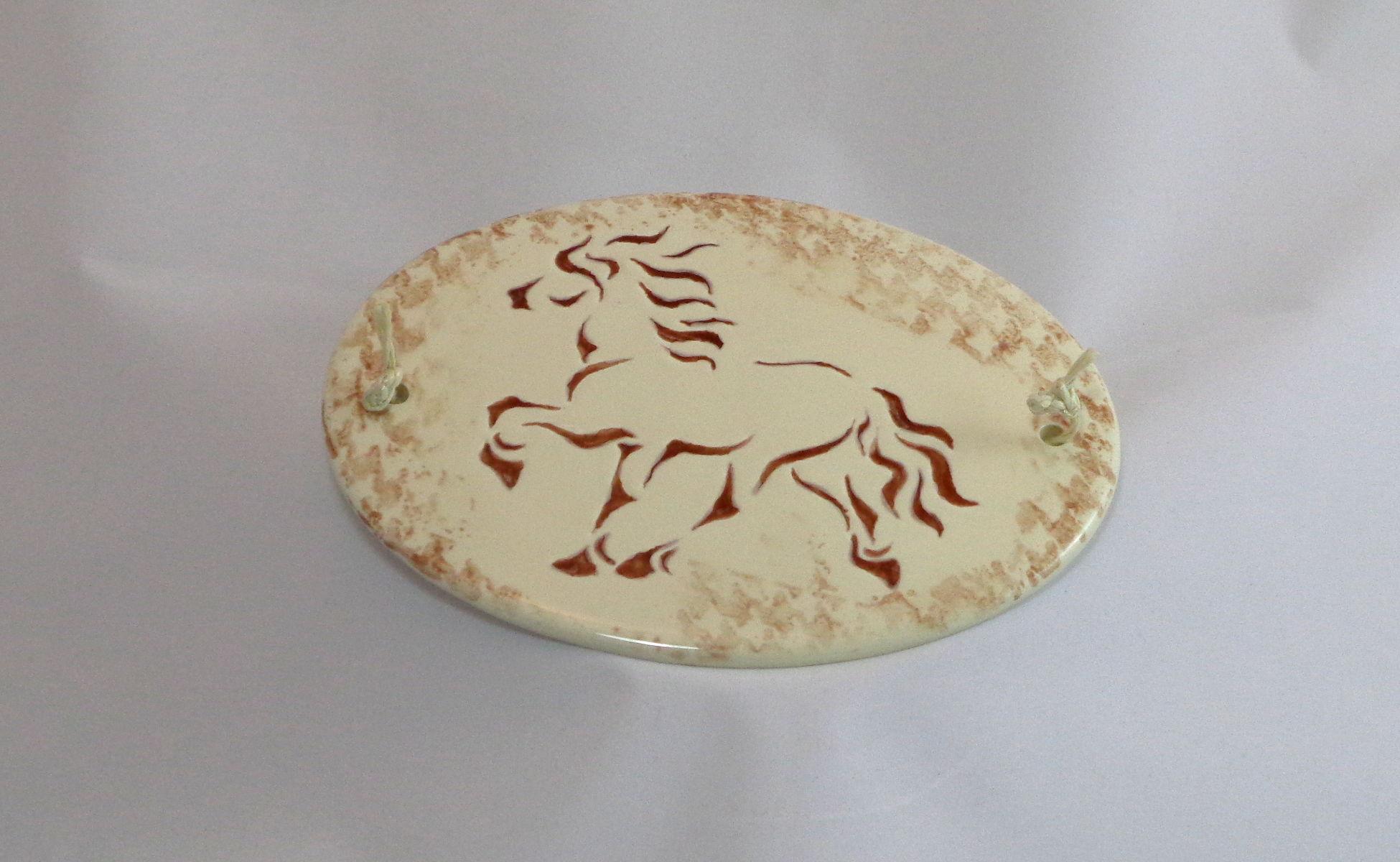 Bemalte Keramik Schild Pferd