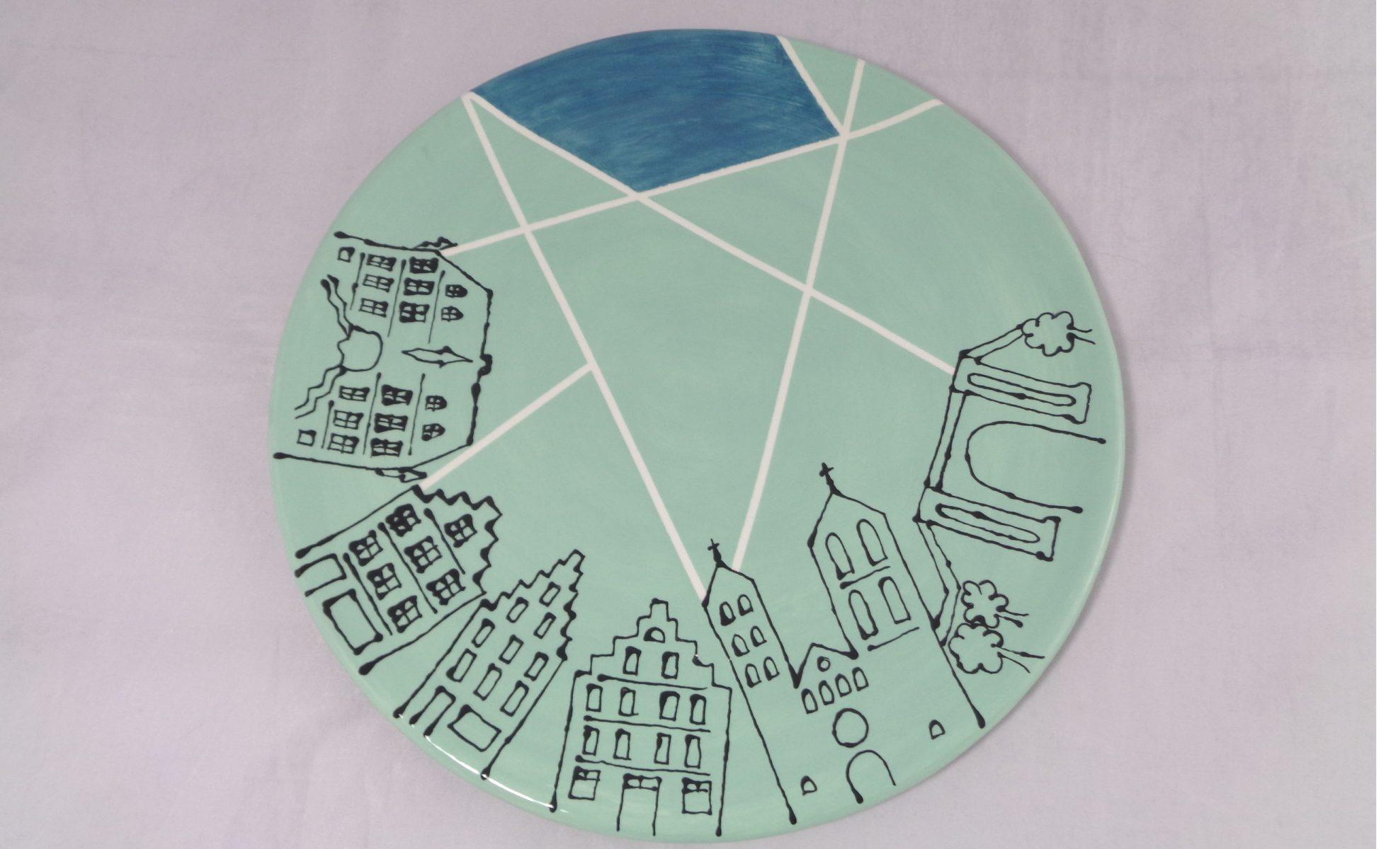 Bemalte Keramik Pizzateller Skyline
