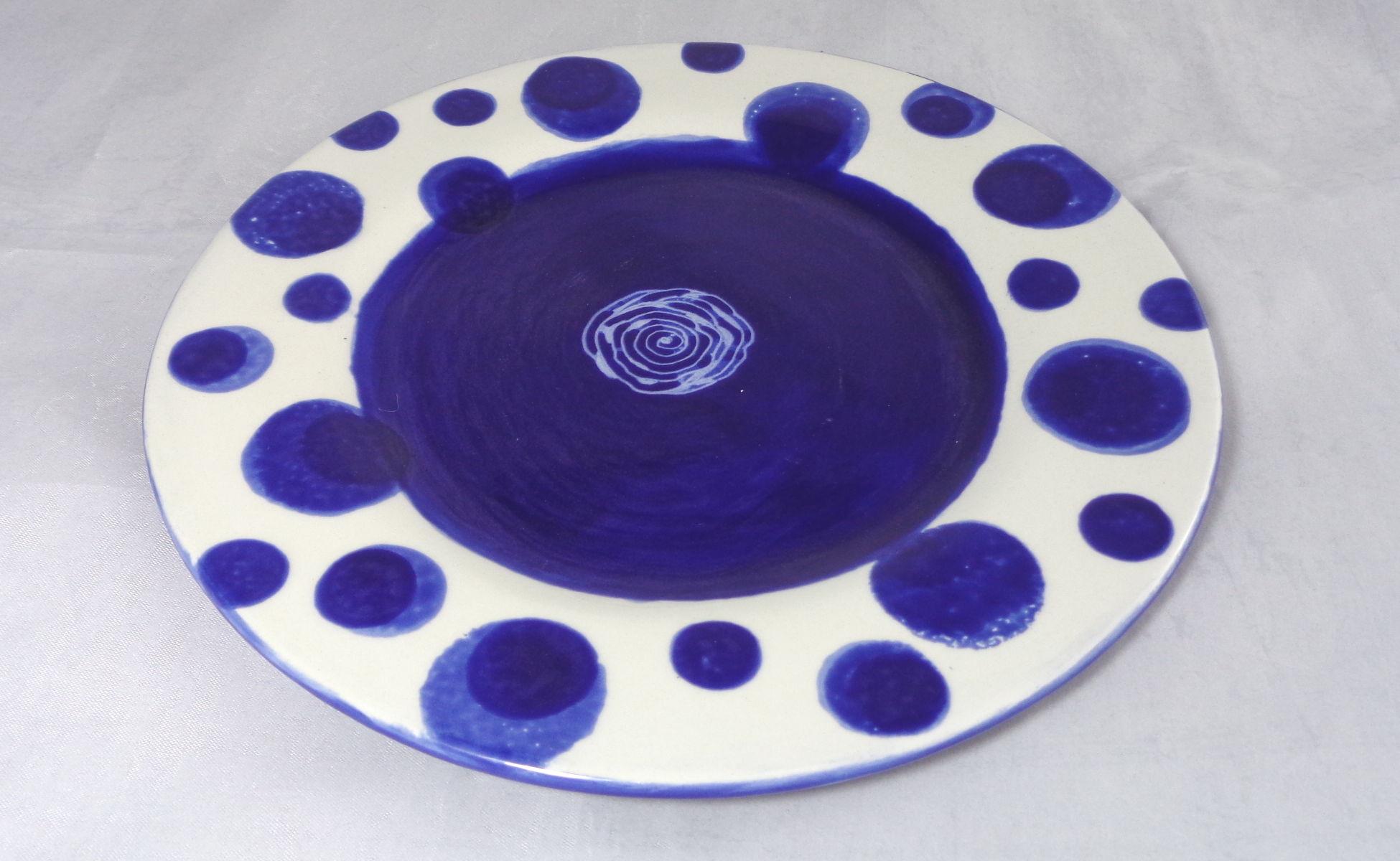 Bemalte Keramik Randteller le bleu