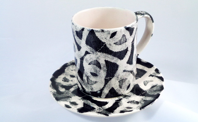 Bemalte Keramik Set Tasse mit Untertasse