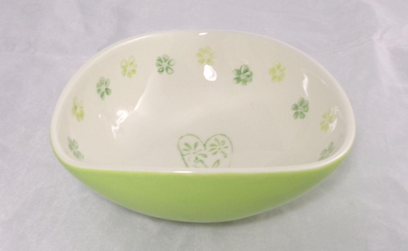 Bemalte Keramik dreieckig und grün