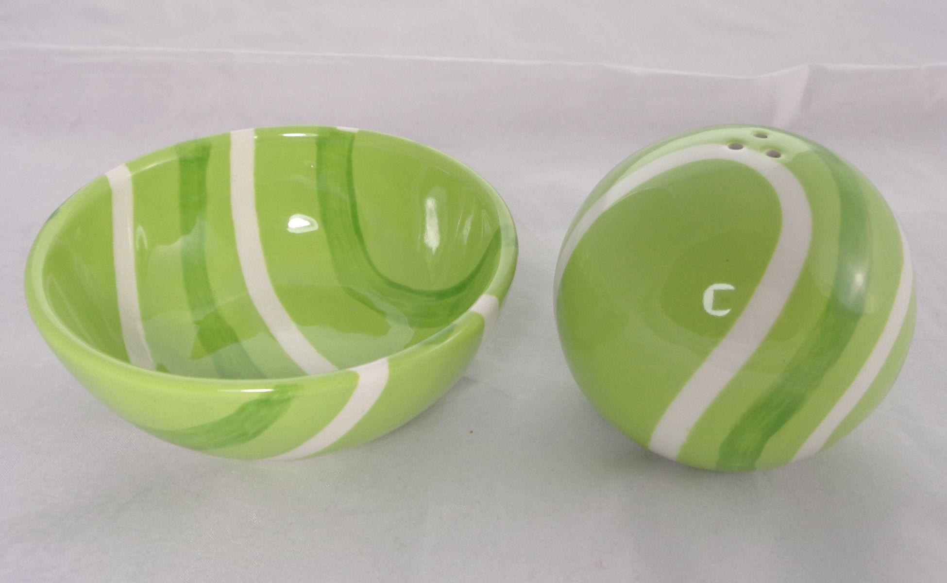 Bemalte Keramik grünes Set Salzstreuer und Co