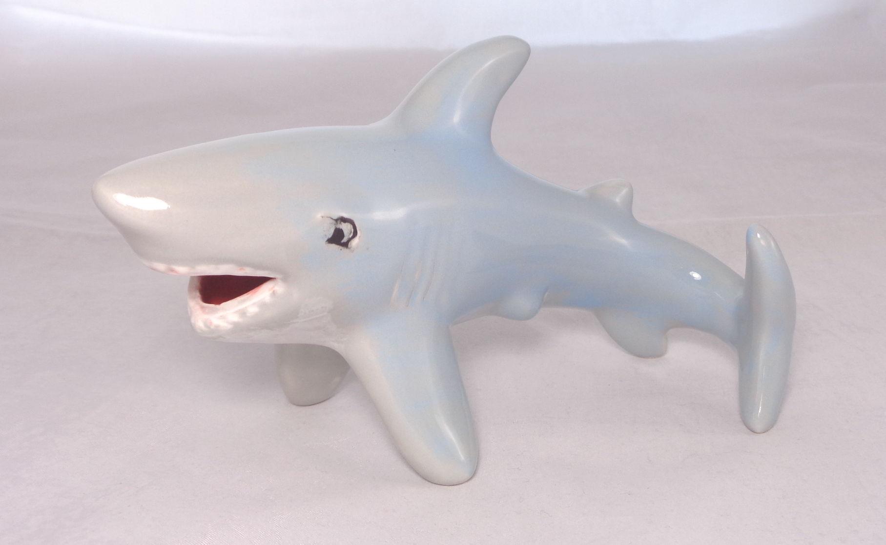 Bemalte Keramik grau-blauer Sharky