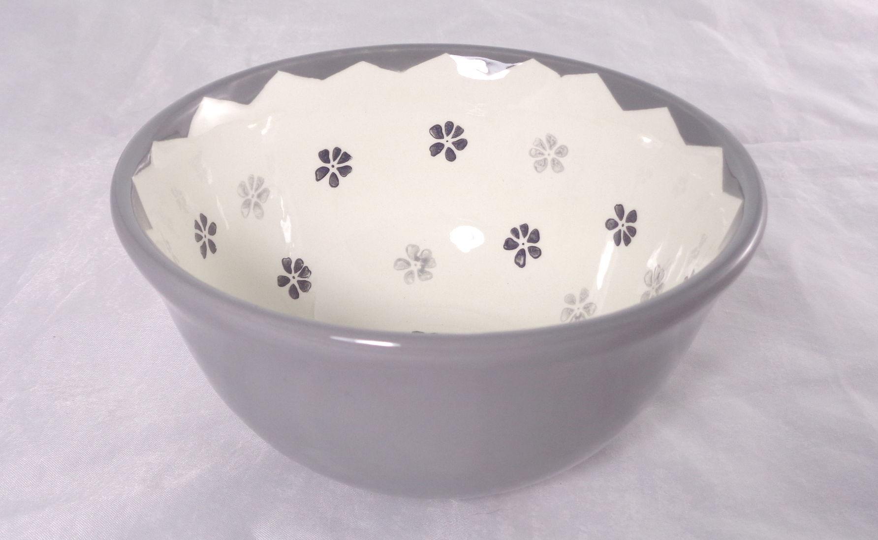 Bemalte Keramik graue Vintage-Schale