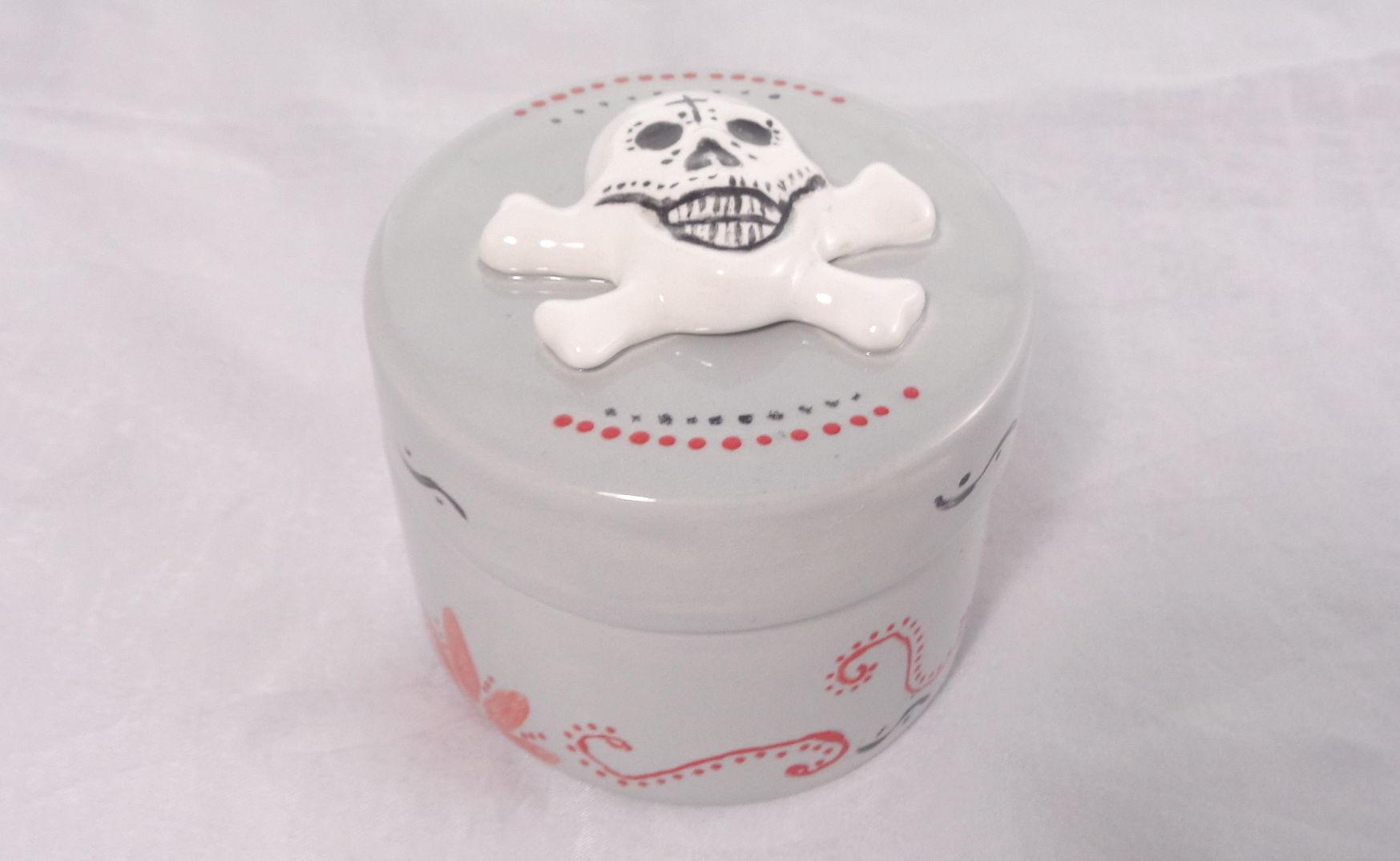 Bemalte Keramik runde Skull-Dose