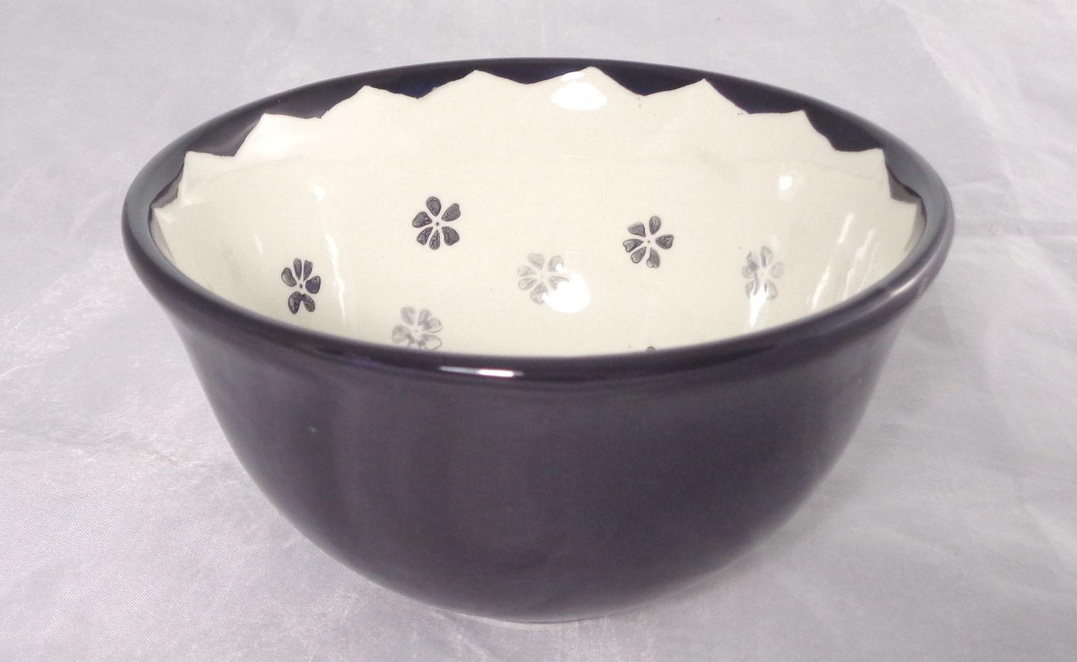 Bemalte Keramik schwarze Vintage-Schale Stemps