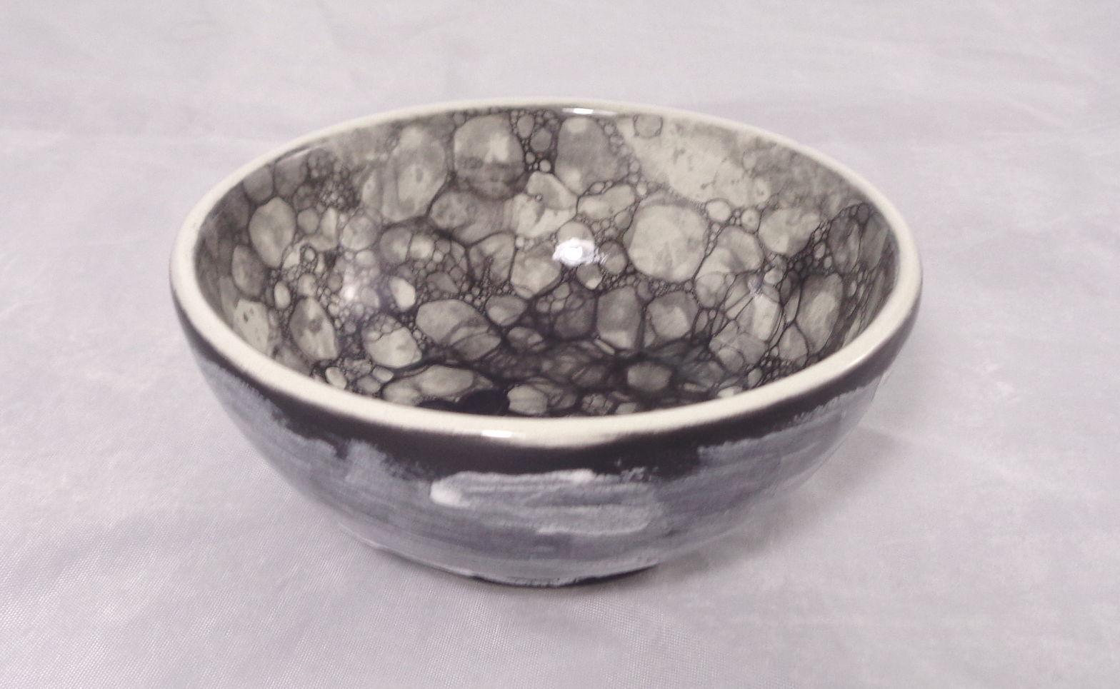 Bemalte Keramik schwarzes Blubber-Schälchen